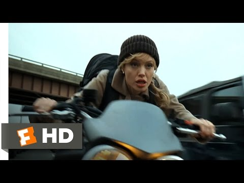 Salt (2010) – Freeway Chase Scene (3/10) | Movieclips